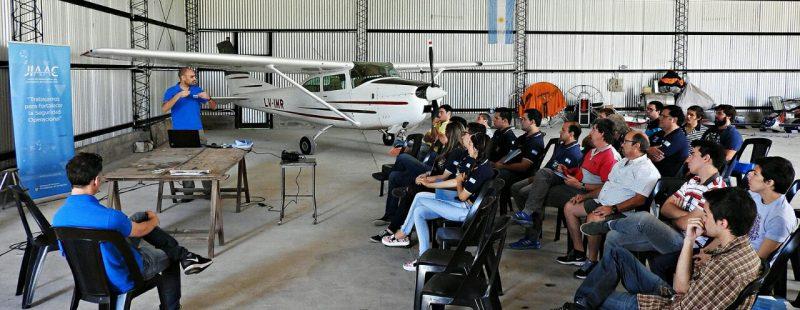 """FADA, junto a la JIAAC, en las """"Charlas de hangar"""" del AC Cañada Quiróz."""